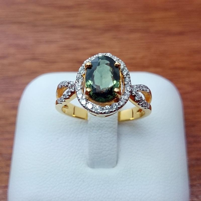 แหวนทอง มรกตล้อมเพชรไขว้