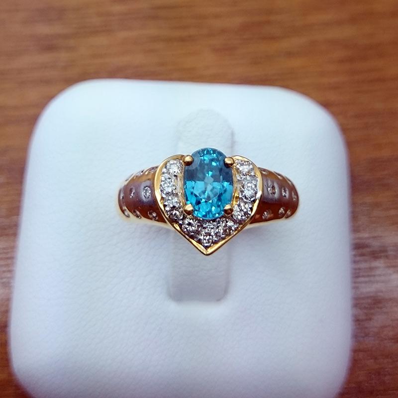 แหวนทอง เพทาย รูปหัวใจ ล้อมเพชร