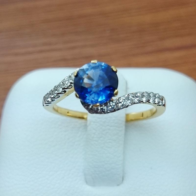 แหวนทอง พลอยไพลินแกมเพชร