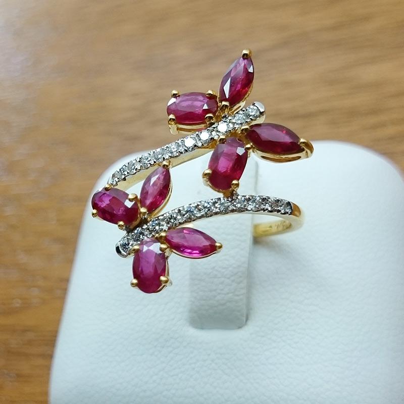 แหวนทอง ทับทิมรูปผีเสื้อ